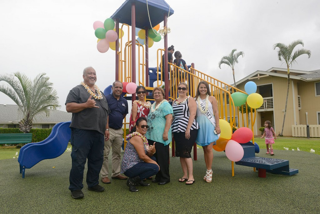 kulana-knolls-board-members-with-darren-martinez-ipr-hawaii-at-new-playground-photo